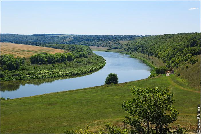 фото на берегу реки эротика