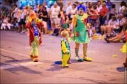 parade dresses 2021 185x123 Парад карет и маскарадных костюмов в Испании