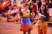 parade dresses 2028 185x122 Парад карет и маскарадных костюмов в Испании