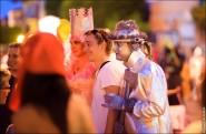 parade dresses 2029 185x121 Парад карет и маскарадных костюмов в Испании