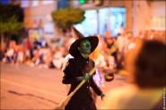 parade dresses 2031 185x123 Парад карет и маскарадных костюмов в Испании