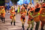 parade dresses 2042 185x123 Парад карет и маскарадных костюмов в Испании