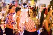 parade dresses 2067 185x122 Парад карет и маскарадных костюмов в Испании
