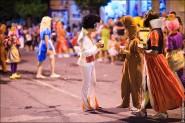 parade dresses 2080 185x123 Парад карет и маскарадных костюмов в Испании