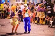 parade dresses 2085 185x123 Парад карет и маскарадных костюмов в Испании