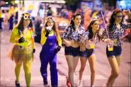 parade dresses 2092 185x123 Парад карет и маскарадных костюмов в Испании