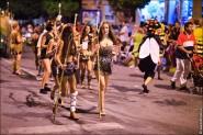 parade dresses 2099 185x123 Парад карет и маскарадных костюмов в Испании