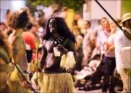 parade dresses 2106 185x131 Парад карет и маскарадных костюмов в Испании