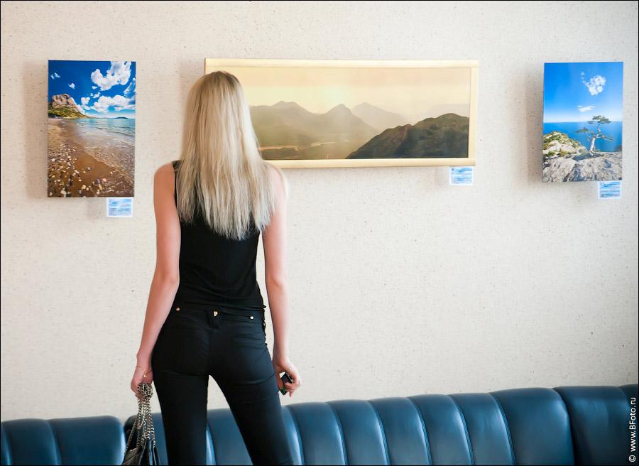 IGP5429 Фотовыставка фотографий фотохудожника Алексея Строганова в Областном Дворцы Культуры